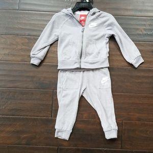 Nike toddler jogging suit